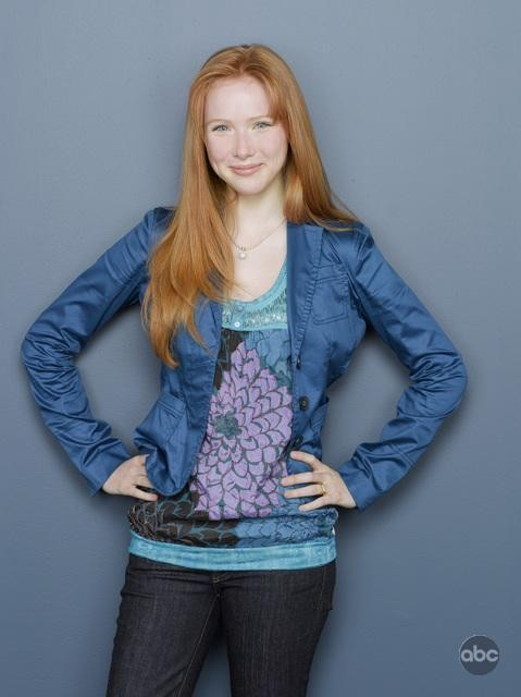 Un'immagine di Molly Quinn per la seconda stagione di Castle
