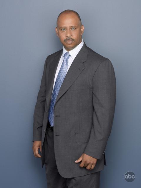 Una foto di Ruben Santiago-Hudson per la seconda stagione di Castle