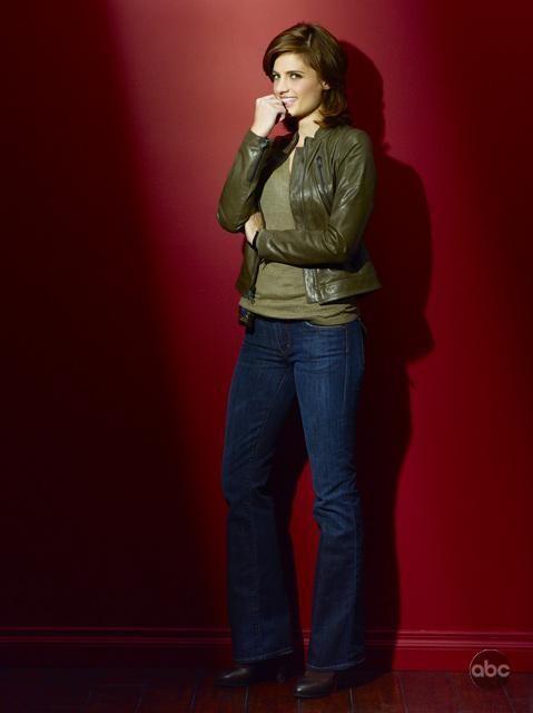 Una foto di Stana Katic per la seconda stagione di Castle