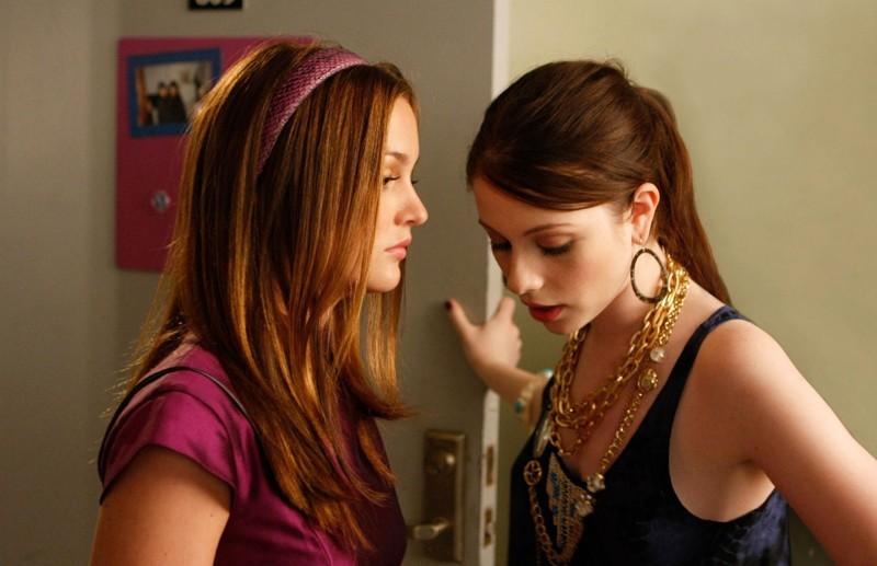 Blair (Leighton Meester) condivide la stanza con Georgina (Michelle Trachtenberg) nell'episodio The Freshman di Gossip Girl