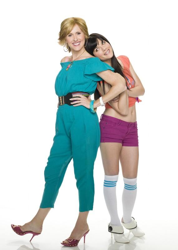 Una foto promo di Molly Shannon e Selma Blair di Kath and Kim