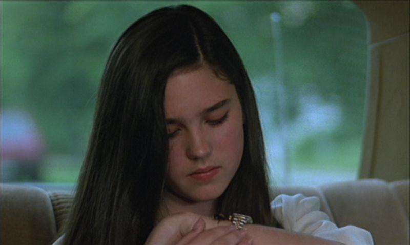 Jennifer Connelly in una sequenza del film Phenomena (1985)