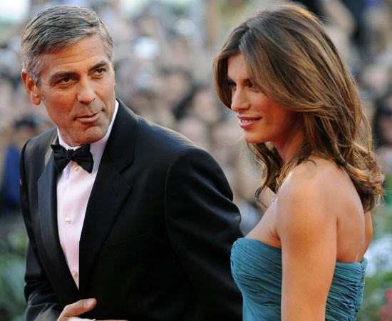 Venezia 2009: George Clooney accanto a Elisabetta Canalis sul red carpet