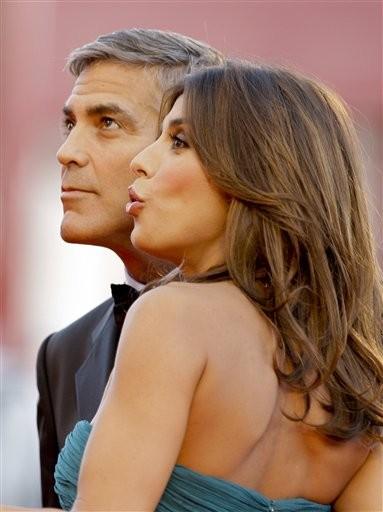 Venezia 2009: George Clooney e Elisabetta Canalis si svelano ufficialmente come coppia alla Mostra del Cinema