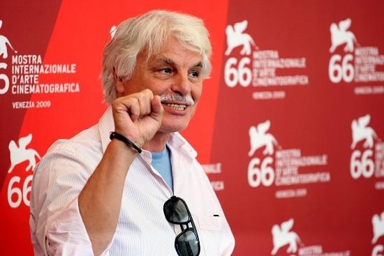 Venezia 2009: pugno alzato e polemiche per Michele Placido, regista de Il grande sogno