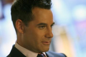 Adrian Pasdar in una scena della premiere della quarta stagione di Heroes