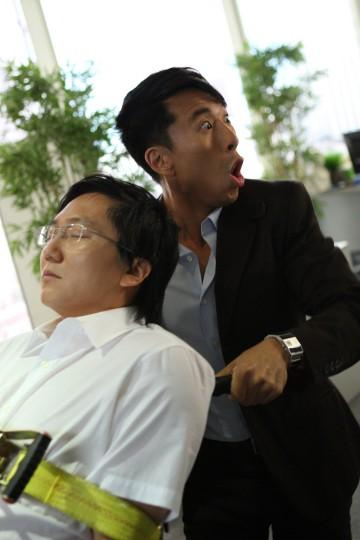 Masi Oka e James Kyson Lee in una scena della premiere della stagione 4 di Heroes