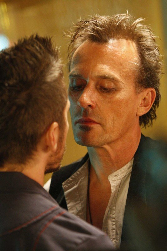 Robert Knepper in una scena tratta dalla premiere della stagione 4 di Heroes