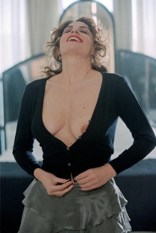 Caterina Varzì è l'interprete del corto Hotel Courbet, diretto da Tinto Brass.
