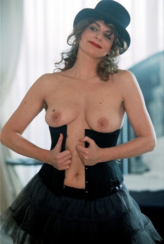 Caterina Varzì è la protagonista del corto Hotel Courbet, diretto da Tinto Brass.