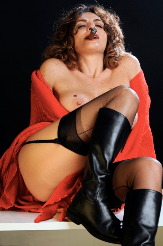 Caterina Varzì in una immagine di Hotel Courbet, diretto da Tinto Brass.