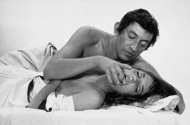 Una sensuale immagine di Jane Birkin e Serge Gainsbourg