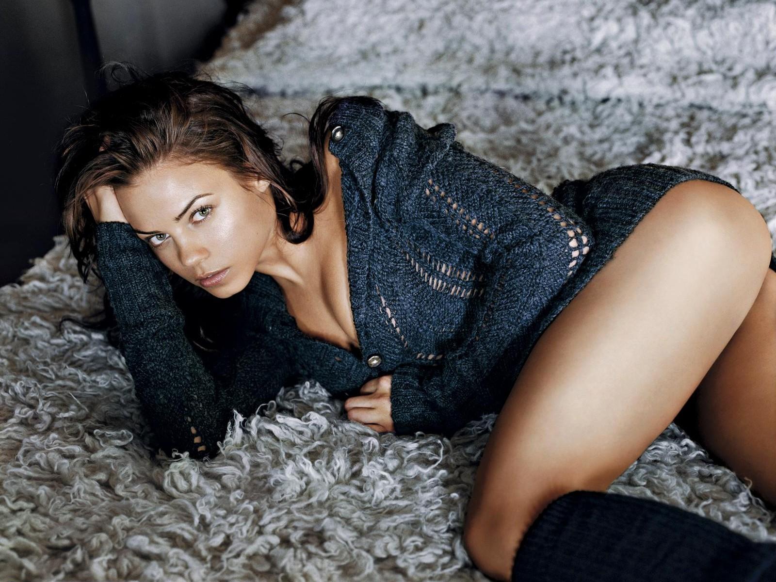 Wallpaper: una sexy Jenna Dewan per un servizio fotografico