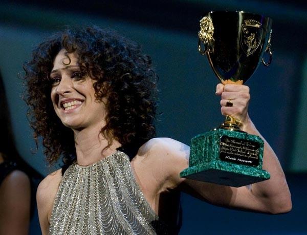 Venezia 2009: Kseniya Rappoport riceve la Coppa Volpi per la sua interpretazione in La doppia ora
