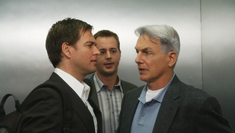 Michael Weatherly, Sean Murray, Mark Harmon in una scena in ascensore nell'episodio Truth Or Consequences di N.C.I.S.