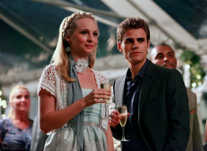 Paul Wesley e Candice Accola partecipano al Founder's Party nell'episodio Family Ties di The Vampire Diaries