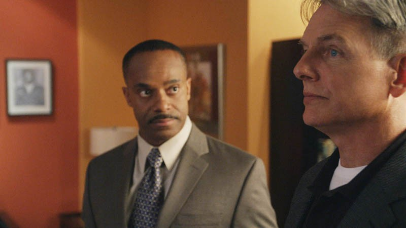 Rocky Carroll parla con Mark Harmon nell'episodio Truth Or Consequences di N.C.I.S.