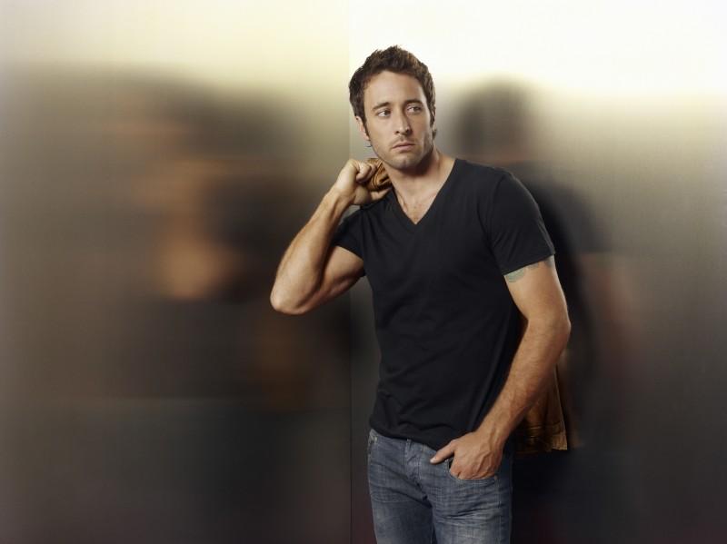 Alex O'Loughlin è il dottor Andy Yablonski in uno scatto promozionale della serie Three Rivers
