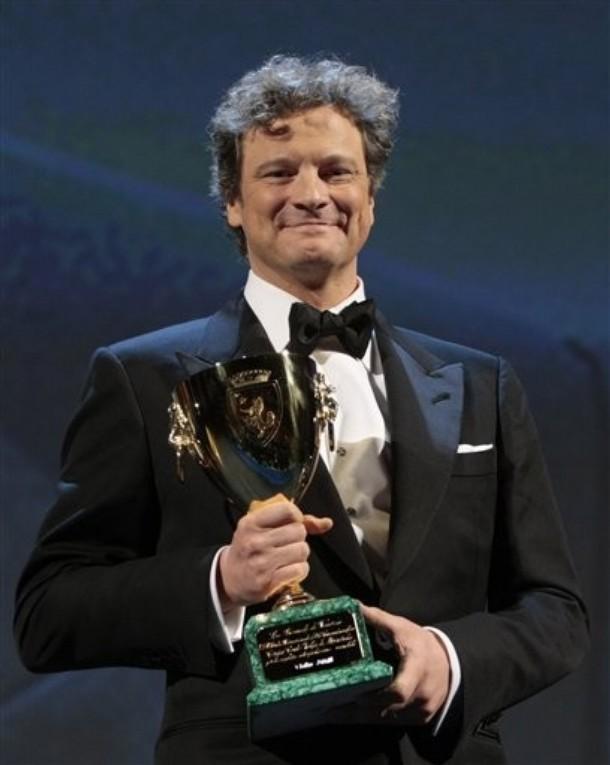 Colin Firth con la coppa volpi per la miglior interpretazione maschile alla 66 mostra di Venezia