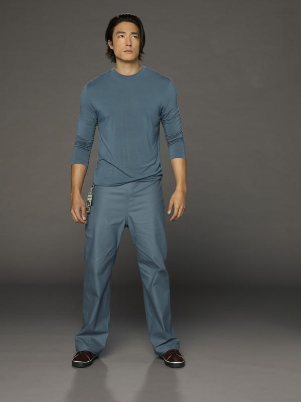 Daniel Henney è il dottor David Lee in una foto promozionale della serie Three Rivers