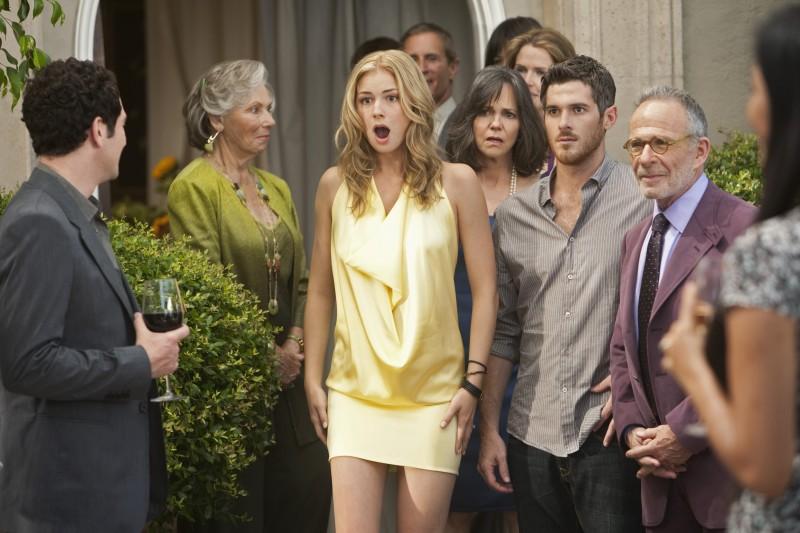 Dave Annable, Emily VanCamp, Sally Field e Ron Rifkin nel primo episodio della quarta stagione della serie Brothers & Sisters