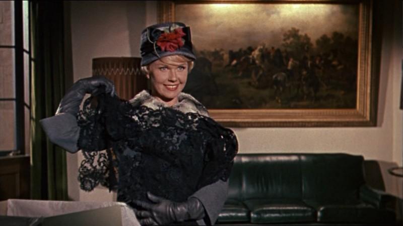 Doris Day in una sequenza del film Merletto di mezzanotte (1960)