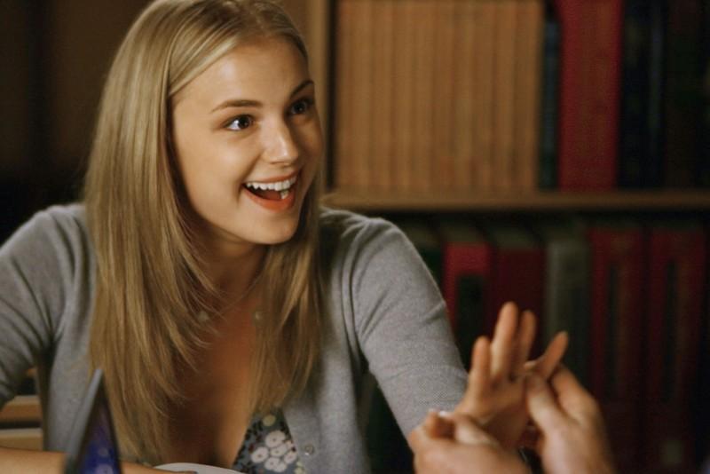 Emily VanCamp durante una scena del primo episodio della quarta stagione della serie Brothers & Sisters