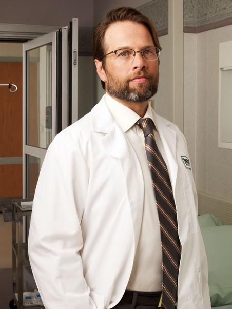 James LeGros è il dottor Harris in una immagine promozionale della serie NBC Mercy