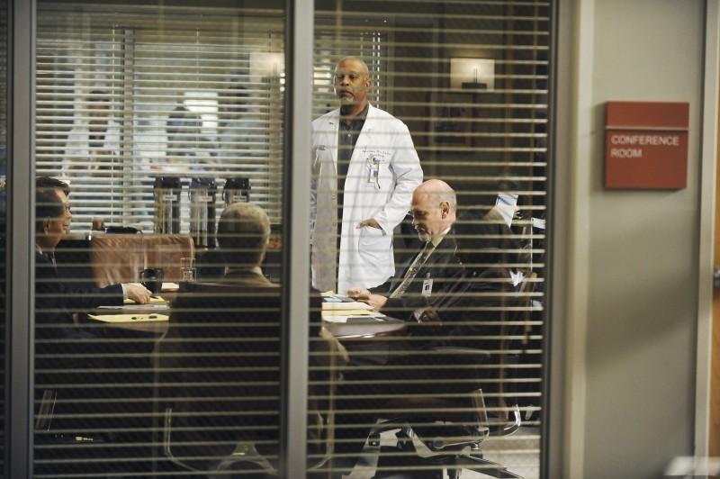 James Pickens Jr. in una scena nella premiere della sesta stagione della serie tv  Grey's Anatomy