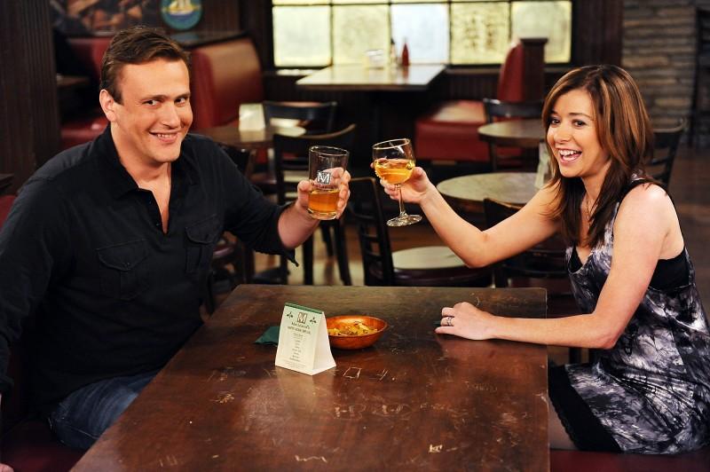 Jason Segel ed Alyson Hannigan in una scena della premiere della stagione 5 di How I Met Your Mother