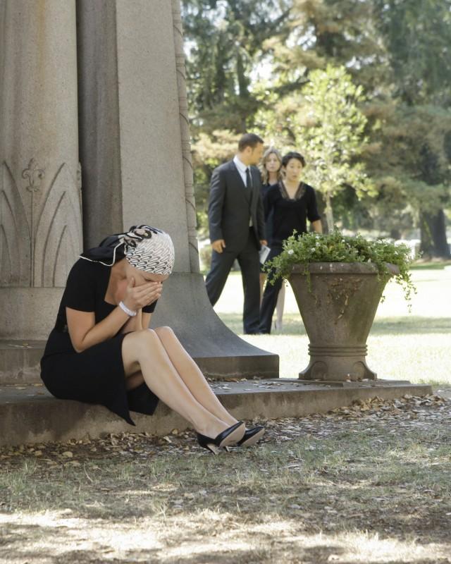 Katherine Heigl e sullo sfondo Justin Chambers, Sandra Oh ed Ellen Pompeo nella premiere della sesta stagione della serie tv  Grey's Anatomy