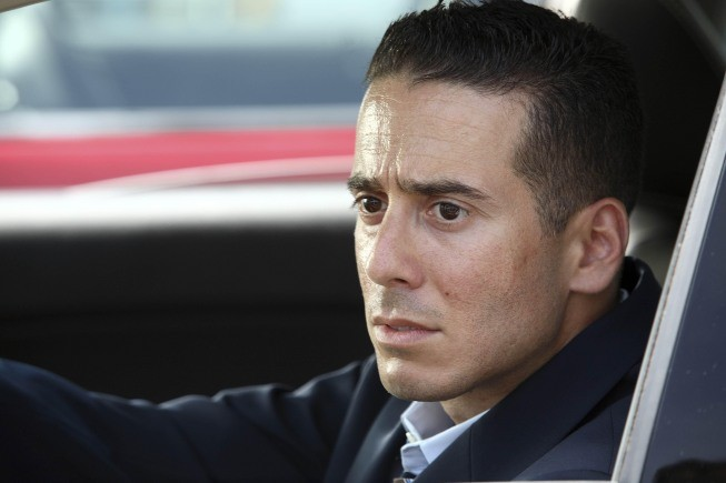 Kirk Acevedo in una scena dell'episodio Night Of Desirable Objects di Fringe