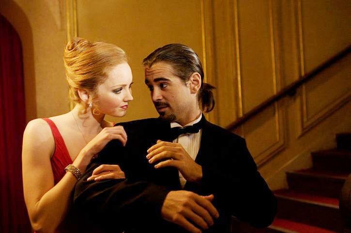 Lily Cole e Colin Farrell in una scena del film Parnassus - L'uomo che voleva ingannare il diavolo