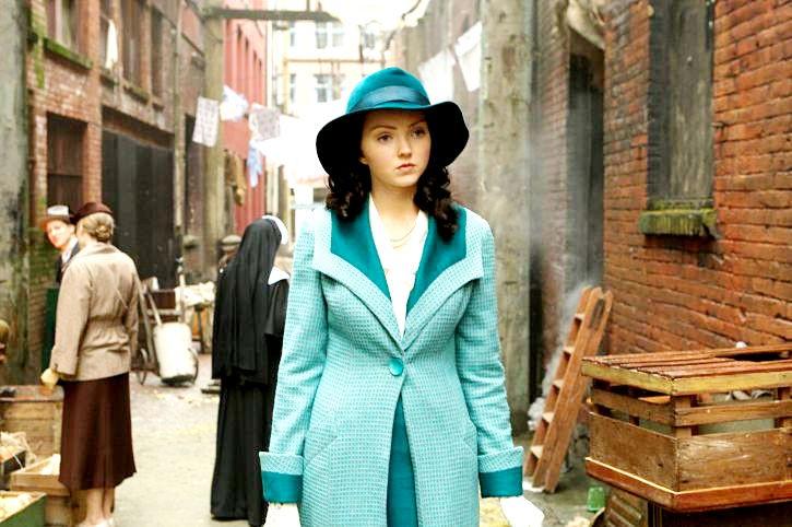 Lily Cole in una scena di Parnassus - L'uomo che voleva ingannare il diavolo