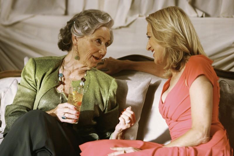 Marion Ross insieme a Patricia Wettig nel primo episodio della quarta stagione della serie Brothers & Sisters
