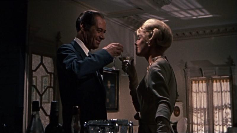 Rex Harrison e Doris Day in una scena del film Merletto di mezzanotte