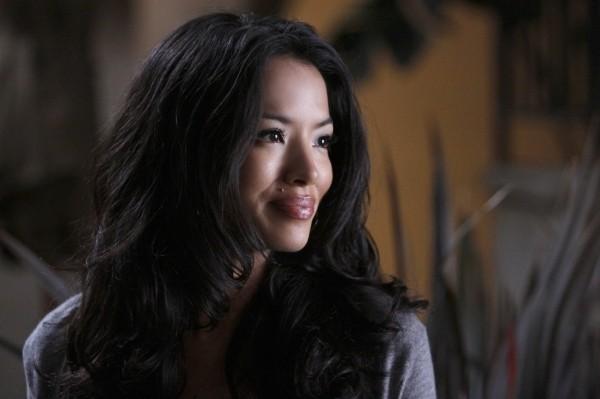 Stephanie Jacobsen in una scena dell'episodio Nightingale di Melrose Place