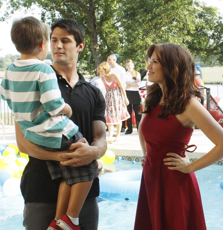 Bethany Joy Galeotti, Jackson Brundage e James Lafferty nella premiere della stagione 7 di One Tree Hill