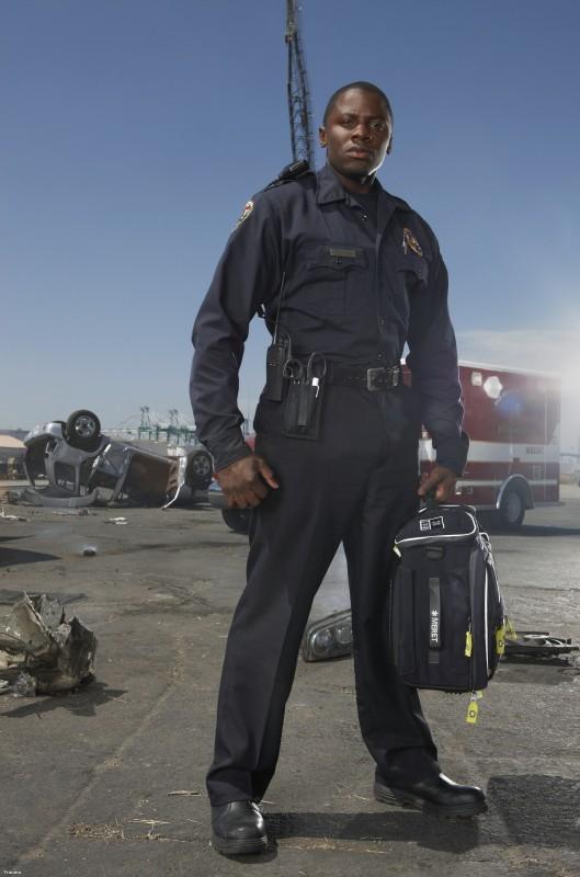 Derek Luke è Cameron Boone in una immagine promozionale della serie TV Trauma