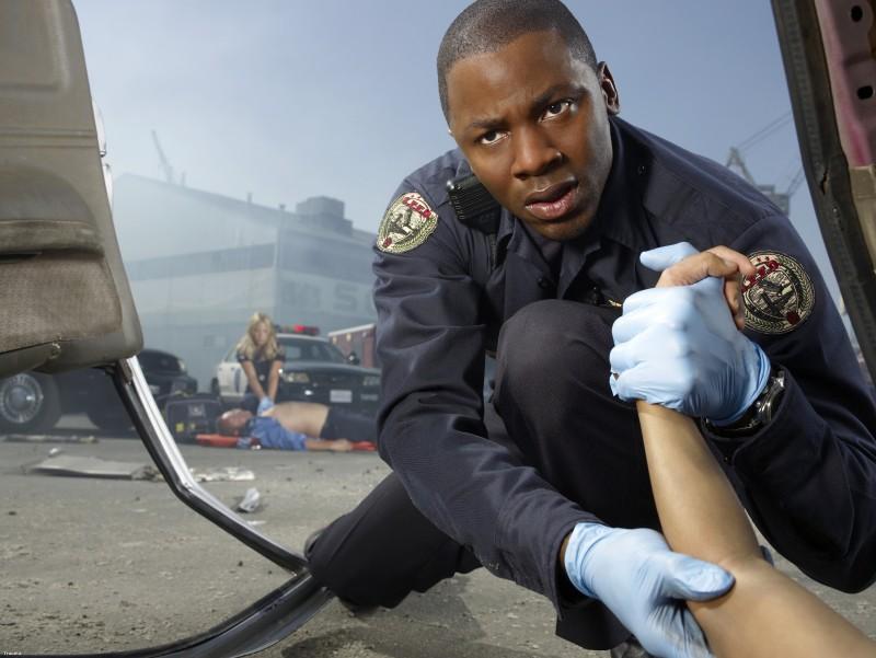 Derek Luke in una immagine promozionale della serie Trauma