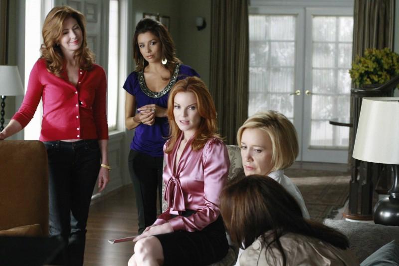 Desperate Housewives: Felicity Huffman, Marcia Cross, Dana Delany ed Eva Longoria in Nice is Different Than Good, primo episodio della sesta stagione