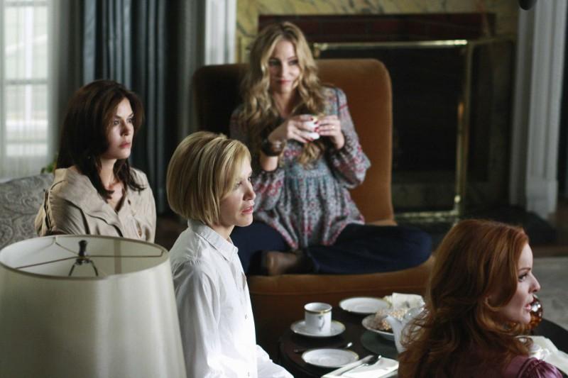 Desperate Housewives: Felicity Huffman, Marcia Cross, Teri Hatcher e Drea De Matteo in Nice is Different Than Good, primo episodio della sesta stagione