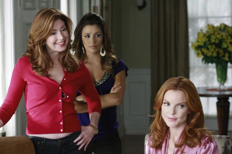 Desperate Housewives: Marcia Cross con Dana Delany ed Eva Longoria in Nice is Different Than Good, primo episodio della sesta stagione