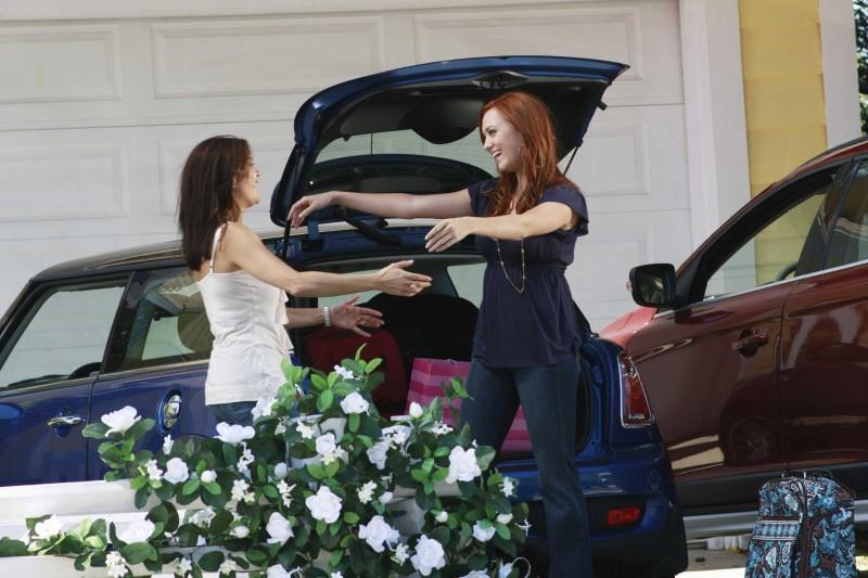 Desperate Housewives: Teri Hatcher riabbraccia Andrea Bowen in Nice is Different Than Good, primo episodio della sesta stagione