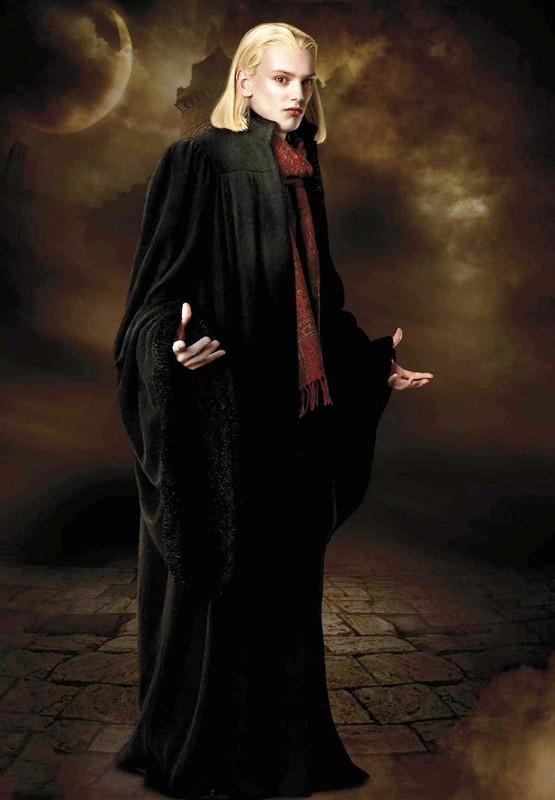 Jamie Campbell Bower è Caius del clan dei Volturi in una foto di Twilight Saga: New Moon