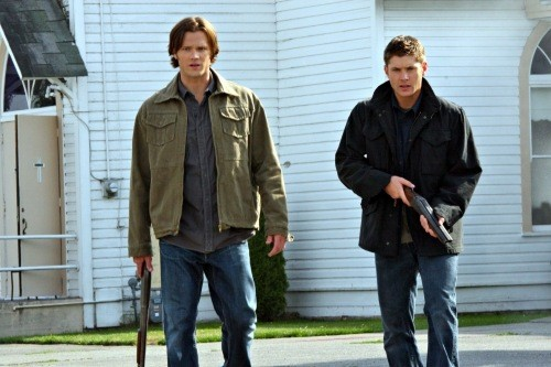 Jensen Ackles e Jared Padalecki in una scena dell'episodio Good God, Y'All di Supernatural