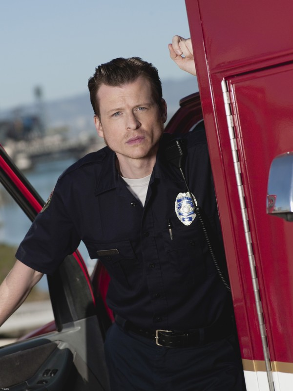 Kevin Rankin è Tyler in una foto promozionale della serie TV Trauma