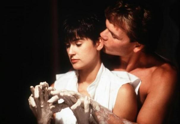 Patrick Swayze e Demi Moore in una sensuale scena di Ghost