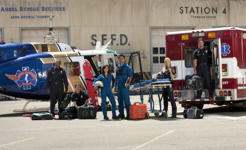Una immagine promozionale del cast della serie TV Trauma