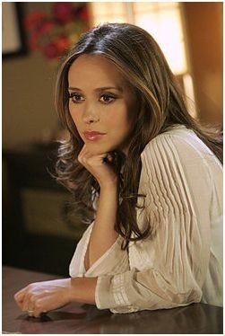Ghost Whisperer: Jennifer Love Hewitt in Birthday Presence, primo episodio della stagione 5 di cui è anche regista, oltre che interprete
